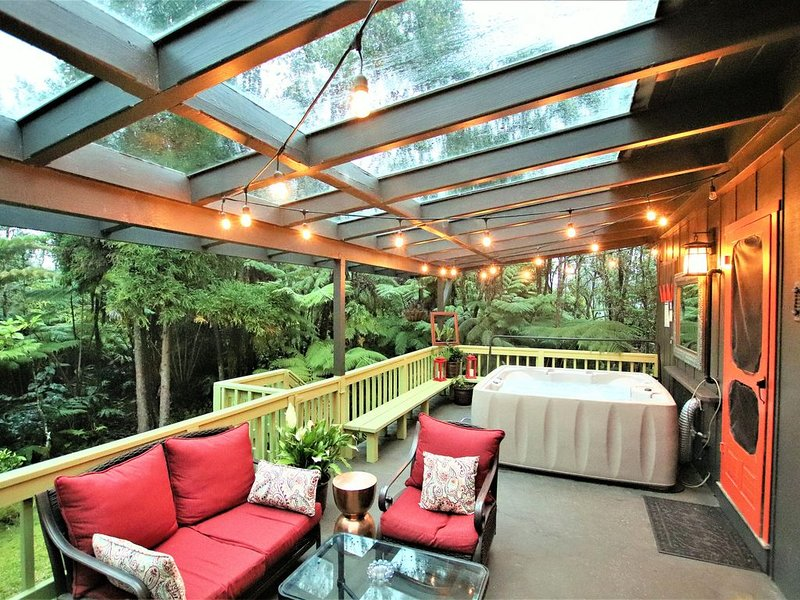 *NEW*'Pele's Perch*****LuXurious*5*STAR*Hot*Tub (completely remodeled), vacation rental in Volcano