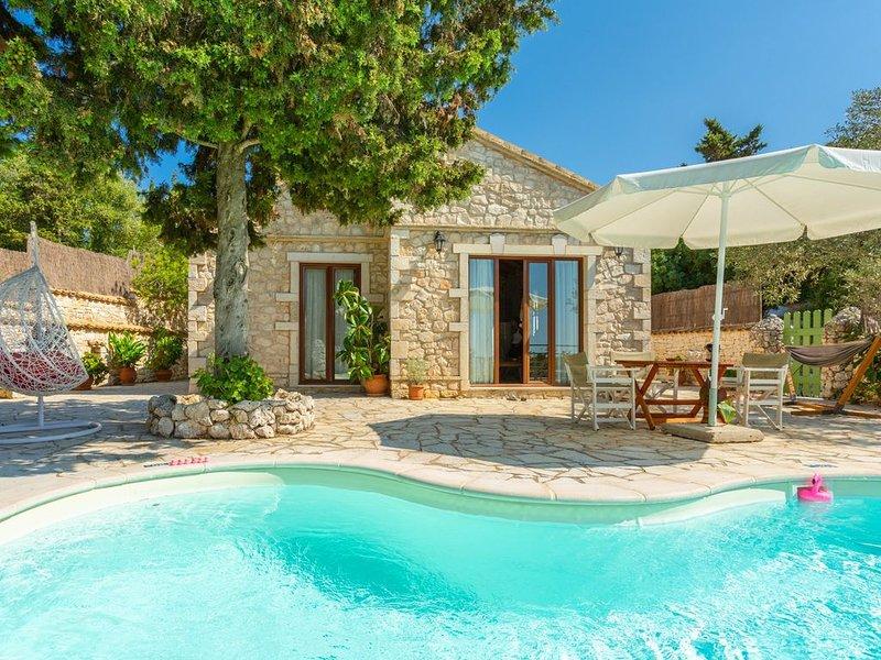 Villa Gallini: Large Private Pool, Walk to Beach, Sea Views, A/C, WiFi, location de vacances à Paxos