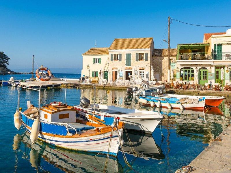Spiros Jetty House: Walk to Beach, Sea Views, A/C, Car Not Required, location de vacances à Paxos