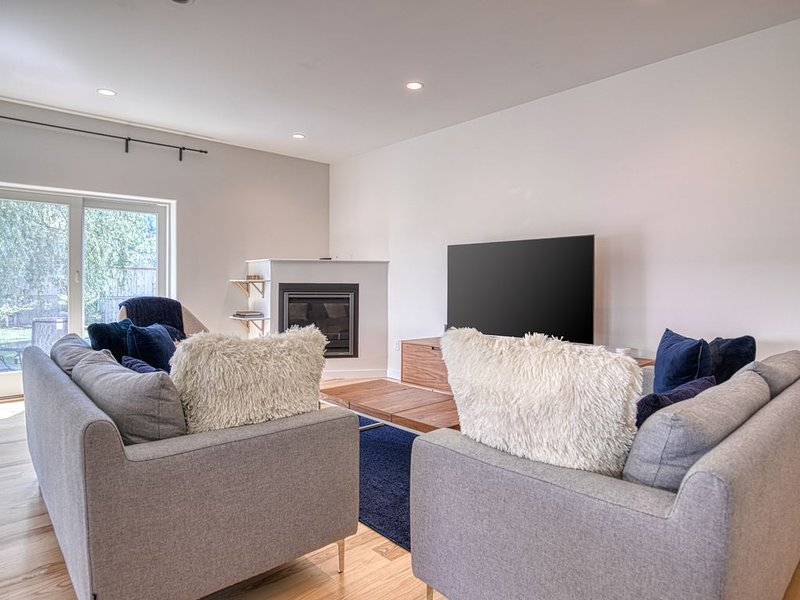 New listing! Dog-friendly home w/ large backyard, patio seating & garden views!, holiday rental in Kennebunk