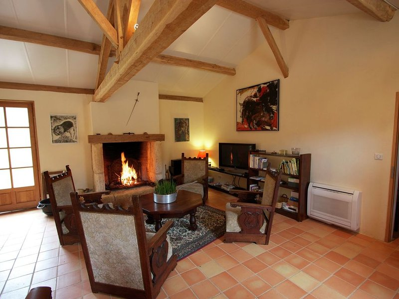 Charming Holiday home in Fumel France with Private Pool, vacation rental in Condezaygues