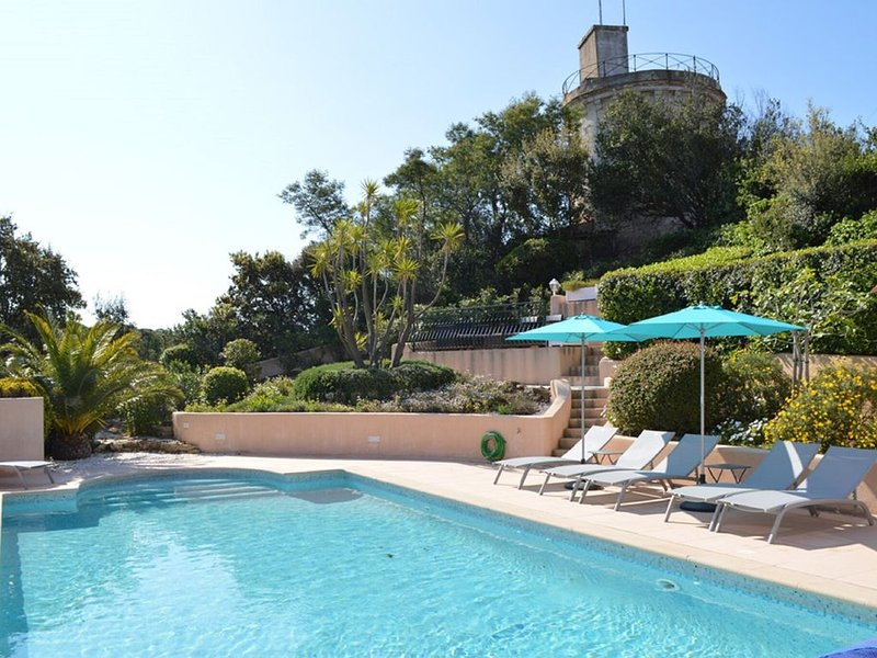 Boutique Villa in Sainte-Maxime with Pool, holiday rental in Sainte-Maxime