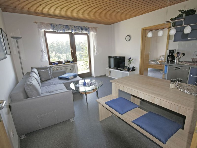 Cosy apartment with terrace and garden access in a quiet wooded area, holiday rental in Wiesenttal