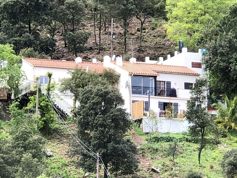 Attractive and luxurious villa with pool-jacuzzi, beautiful view 20 minutes from – semesterbostad i Sorede