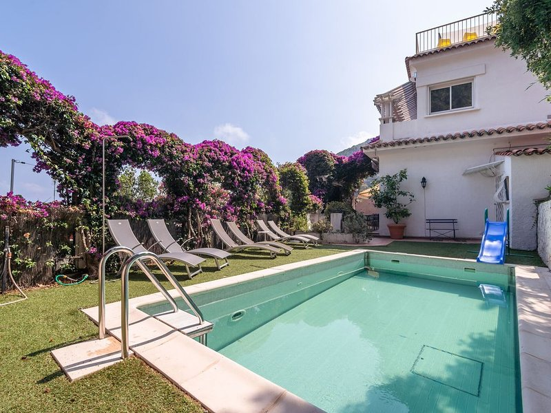 Semi-detached villa with private pool and sublime views, 400 meters from the sea, holiday rental in Èze