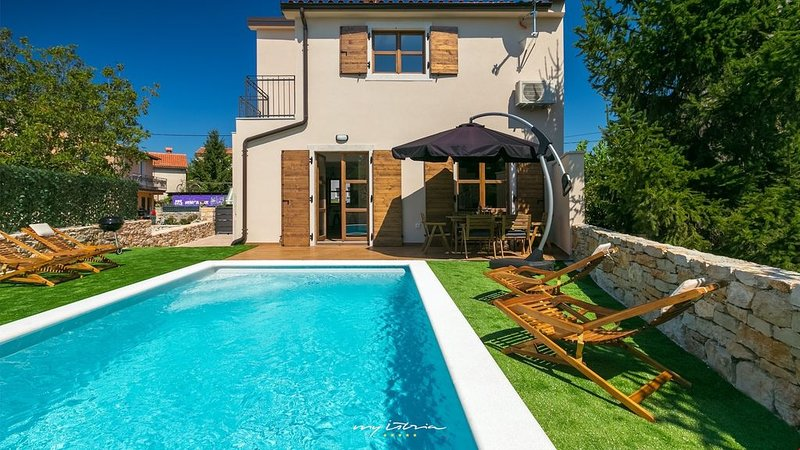 Nice, modern villa with pool in Bale, vacation rental in Bale