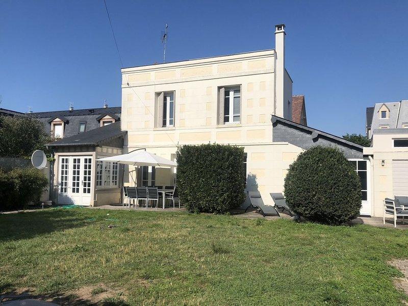 Superbe Villa avec jardin Deauville centre – semesterbostad i Deauville City