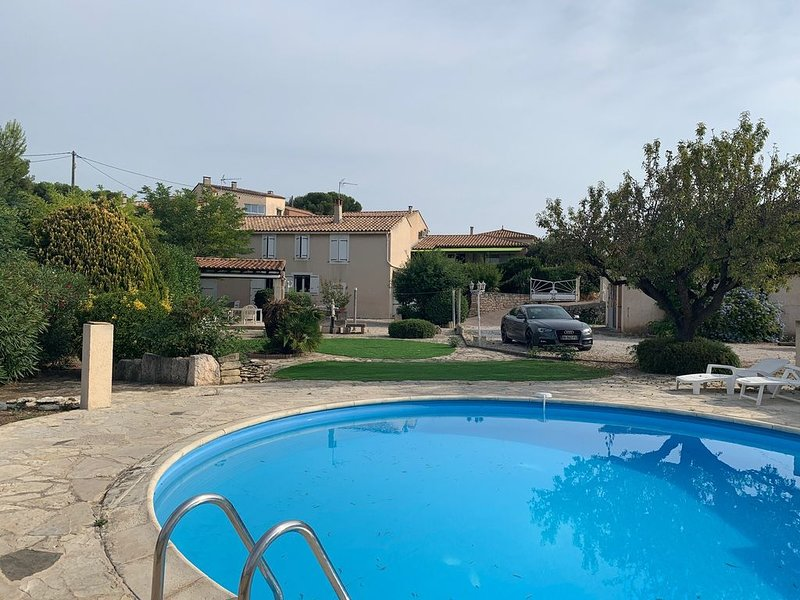 Villa bord de mer climatisée, 9 couchages, piscine privée, terrain de pétanque, location de vacances à Port-de-Bouc