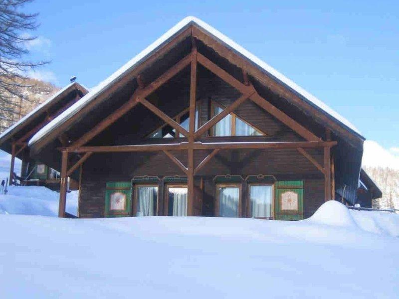 CHALET EN DUPLEX (PLEIADES) COSY, DEPART & RETOUR SKIS AUX PIEDS, holiday rental in Risoul
