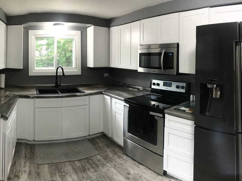 ❄️❄️Newly Remodeled Town Home Get Away!❄️❄️, alquiler de vacaciones en Marquette