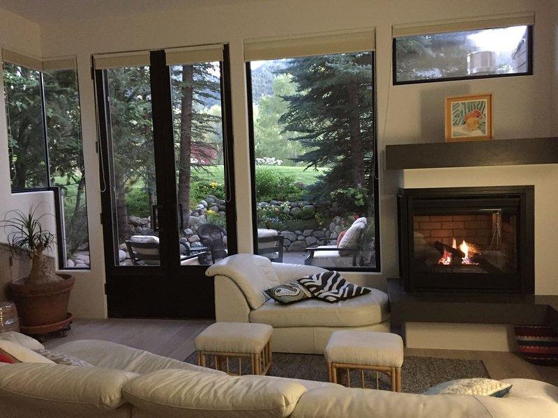 Beautiful 3+BR town-home!  Sleeps 8. Aspen. Mt views,Central Location. 1,967sqft, casa vacanza a Meredith