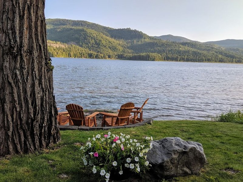 Waterfront Vacation Home on Twin Lakes, aluguéis de temporada em Elk