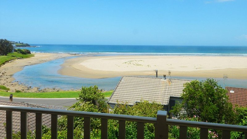 Shirl's By The Sea - beach at your doorstep, holiday rental in Gerroa