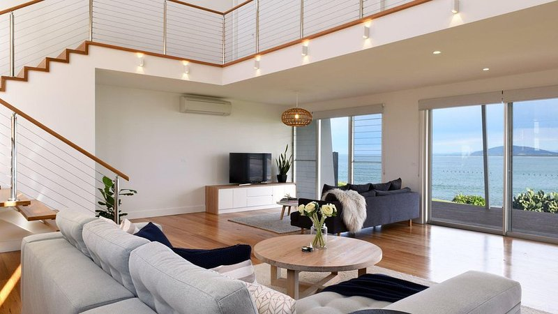 Absolute Waterfront - Amazing beach views, holiday rental in Gerroa
