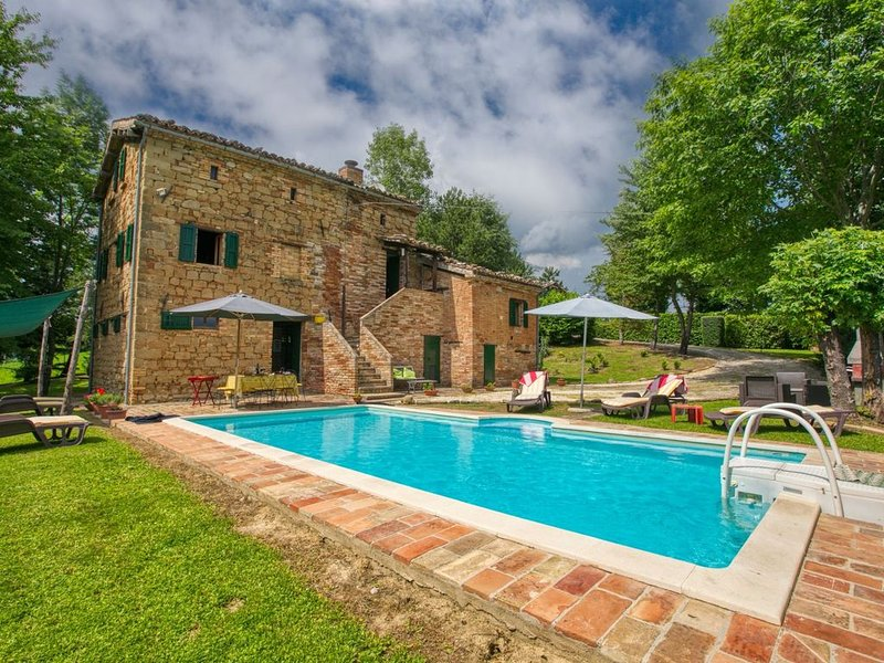 Countryside Villa in Amandola with Swimming Pool, holiday rental in Montefortino