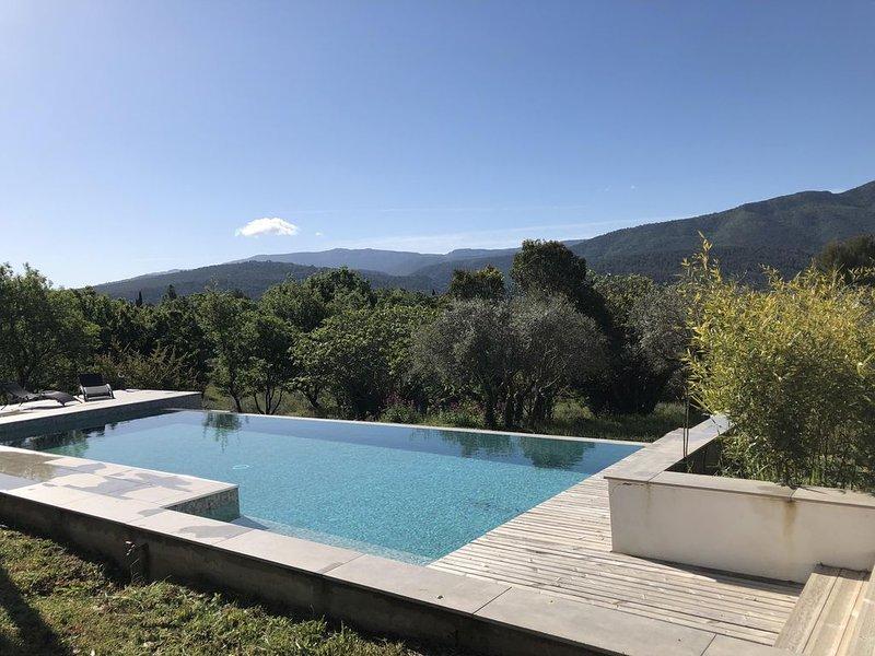 Maison d'architecte en milieu naturel, holiday rental in Plan-d'Aups-Sainte-Baume