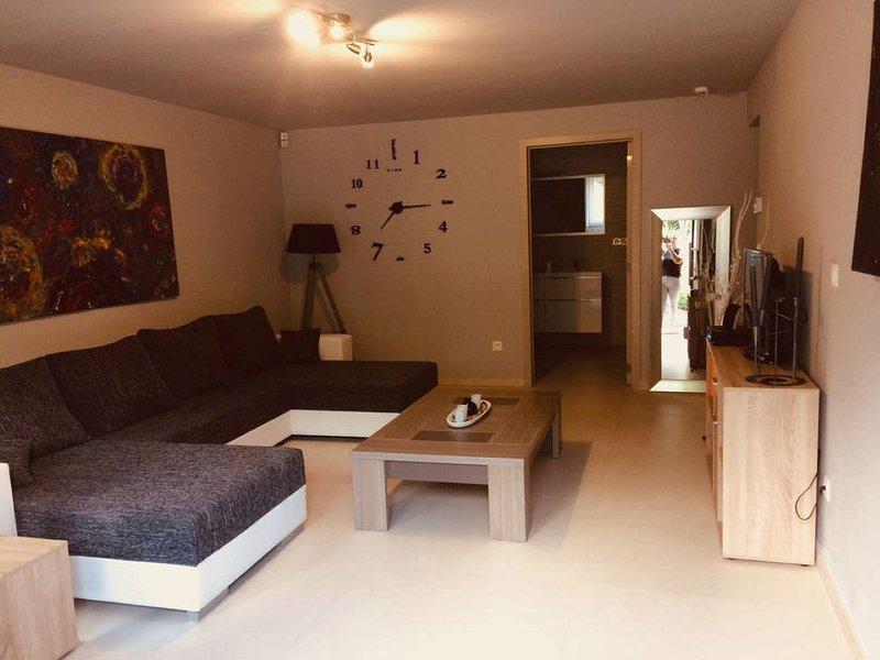 Superbe maison plain-pied  logement entier au centre de la BELGIQUE, holiday rental in Gerpinnes