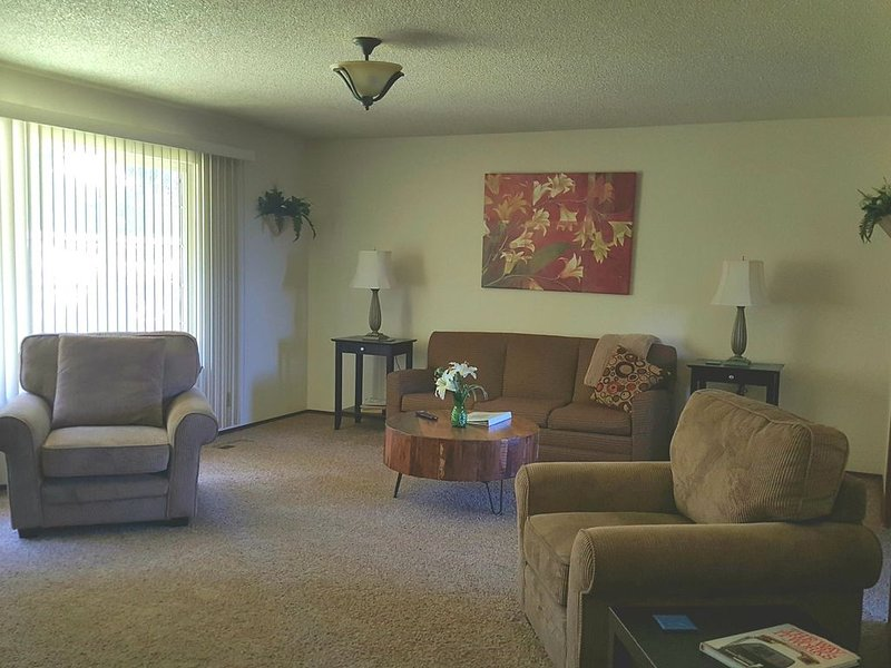 Overnight With Us 810 - 2 Bedroom 1 Bath, vacation rental in Moxee