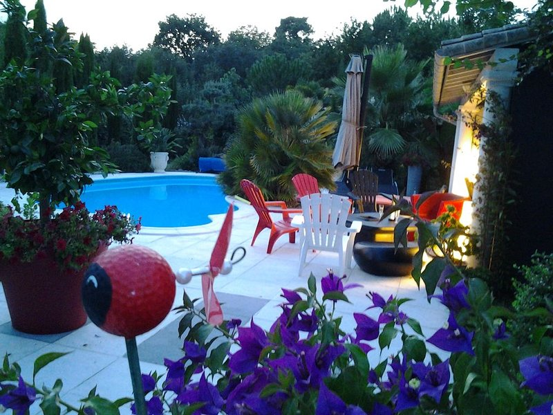 VILLA EN BOIS HAUT DE GAMME DESIGN  LUMINEUSE ENTRE MER  FORET PISCINE 5km plage, holiday rental in Chaillevette