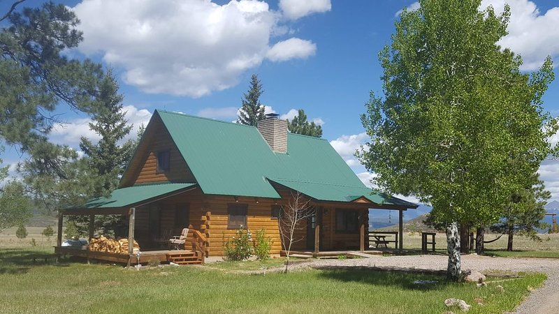 Stunning views!! There are no travel restrictions in our area. Come and relax!, vacation rental in Pagosa Springs
