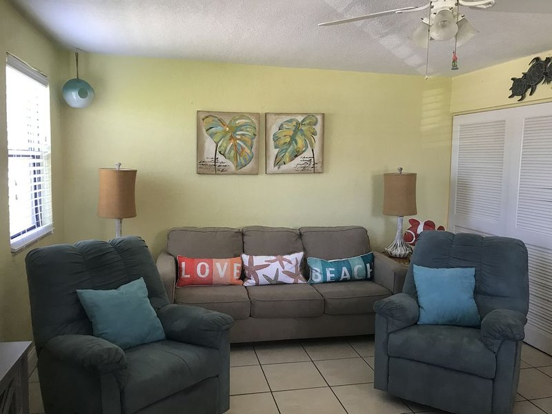 St. Pete Beach Condo With Amazing Gulf Views/ Plus a fantastic location!, holiday rental in St. Pete Beach