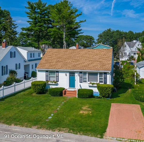New Listing!  Steps to Footbridge Beach in Ogunquit, 2 bedroom cottage, holiday rental in Ogunquit