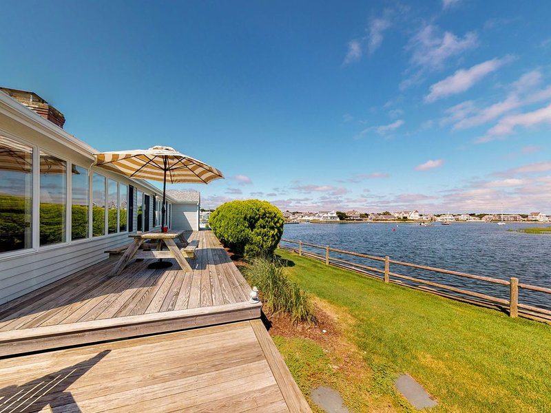 Stunning waterfront home w/ furnished deck, dock & majestic views!, vacation rental in West Dennis