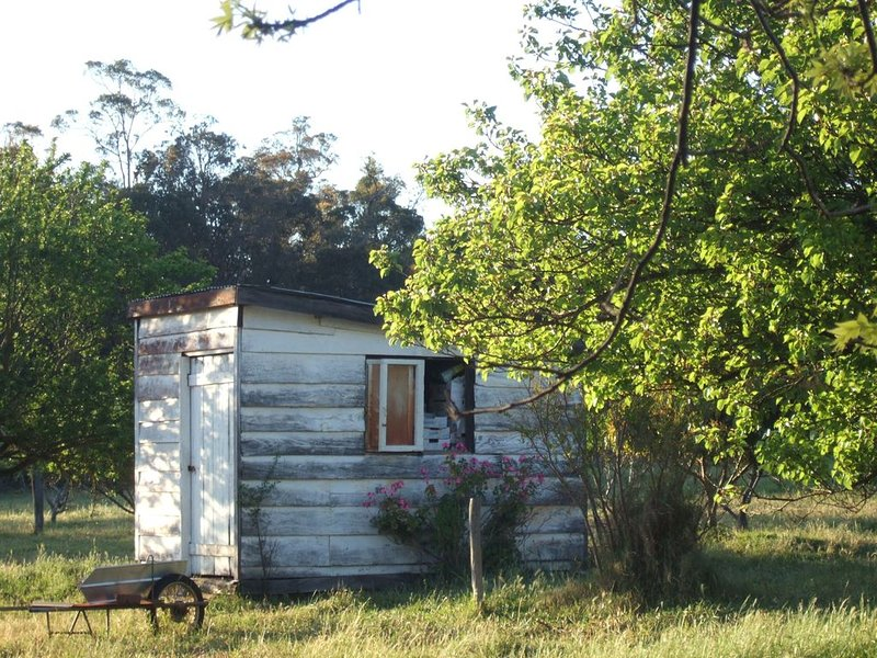 Large group country getaway in two rustic cottages, holiday rental in Nannup