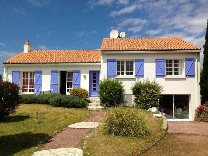 la maison aux colombes, holiday rental in Bois-de-Cene