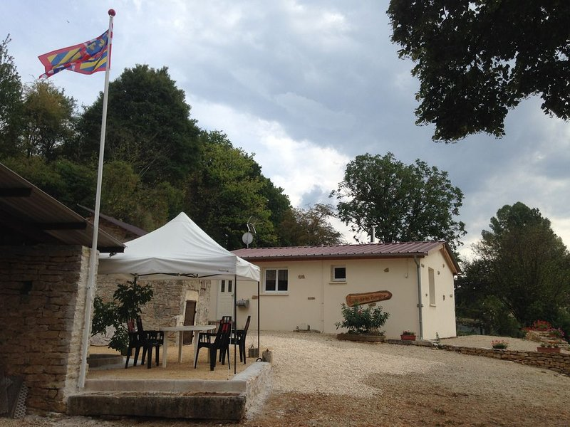 Gîte de la bergère pour 4 personnes, holiday rental in Vault-de-Lugny