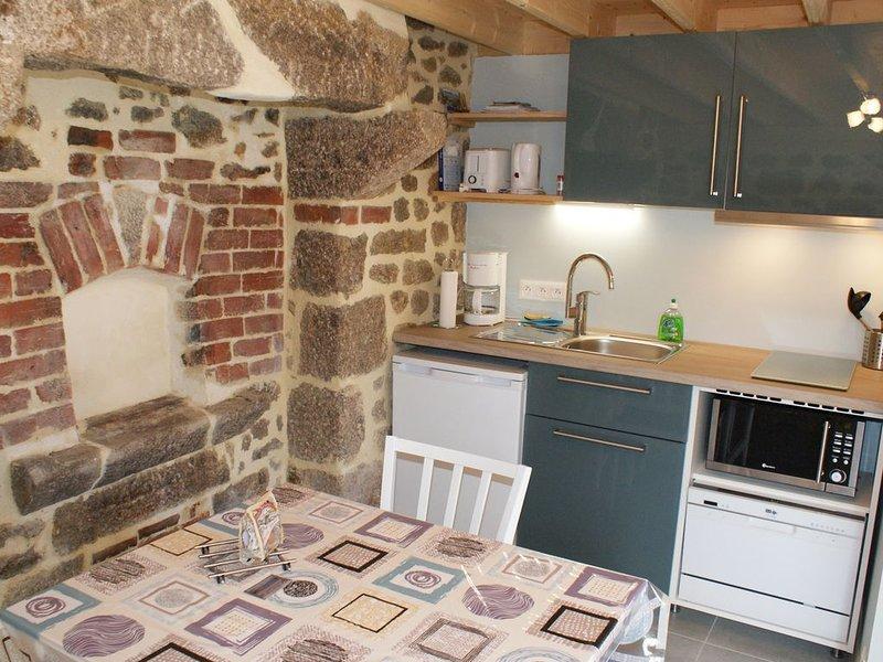 La Boulangerie, petit gîte authentique pour 2,  entre Barfleur et St Vaast, location de vacances à Montfarville