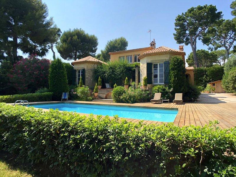 Belle villa provençale entièrement rénovée, holiday rental in Cap d'Antibes
