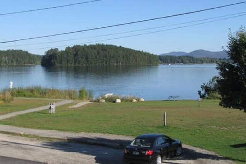 Affordable Lakeside Accomodations in Beautiful Island Pond Right Next to Trail., vacation rental in Island Pond