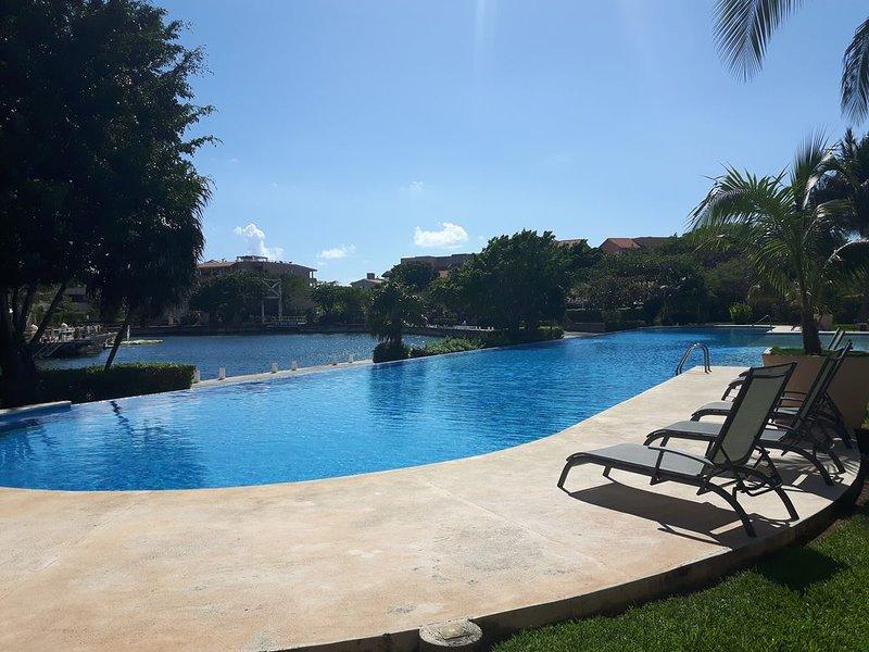 Luxury 2 BR, 2.5 Bath Condo in Mayan Riviera, Bikes & Kayaks, vacation rental in Xpu-Ha
