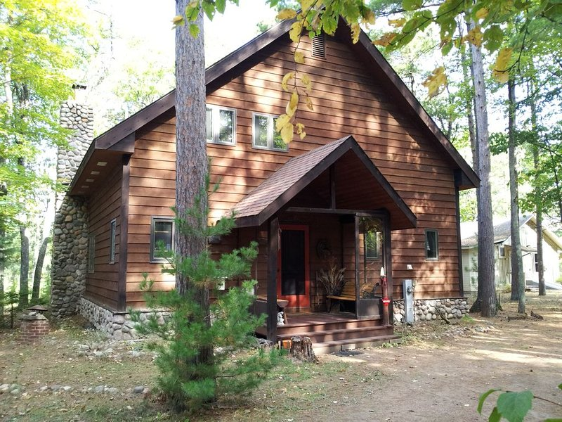 'Shimmering Waters' Private Lakeside Home,  Little St.Germain Lake, holiday rental in Lake Tomahawk