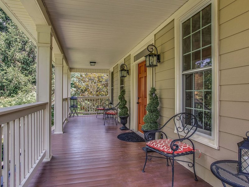 Contemporary Country Charm! Minutes from Franklin, Cool Springs & Nashville!, vacation rental in Franklin