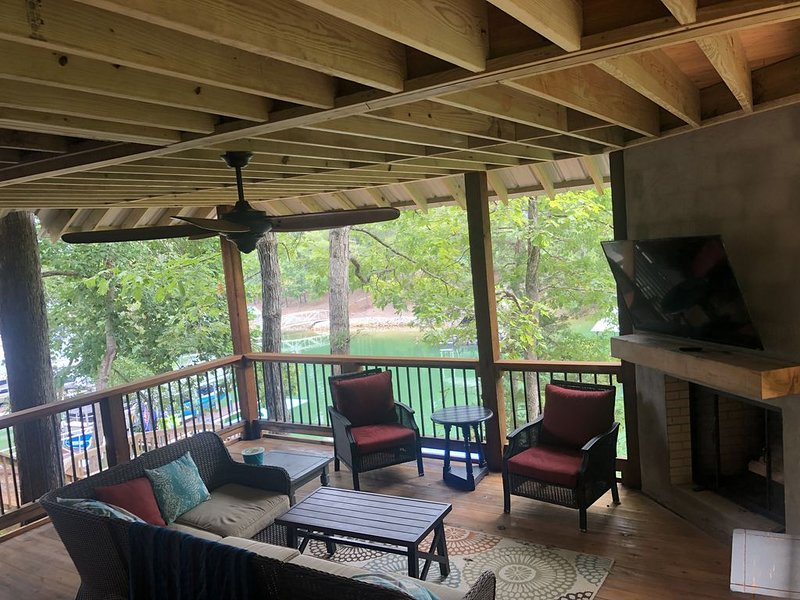 Lakefront Keowee Cabin 14 Miles to Clemson w/ Hot Tub, holiday rental in West Union