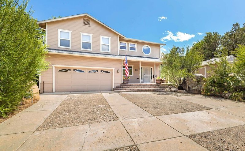 Beautiful Centrally Located  Prescott Home, holiday rental in Chino Valley