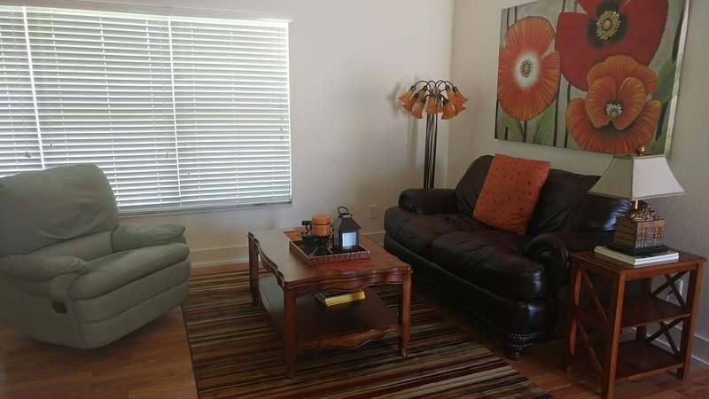 Attached villa close to beaches, shopping, and restaurants., vacation rental in Golden Gate