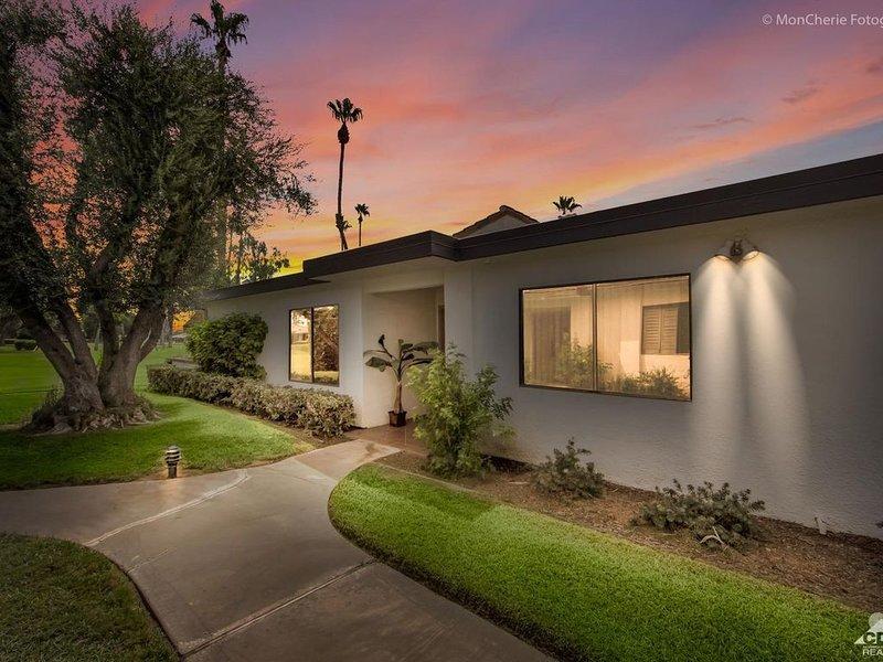 Newly Remodeled 3 Bedroom in Rancho Las Palmas Country Club, alquiler de vacaciones en Rancho Mirage