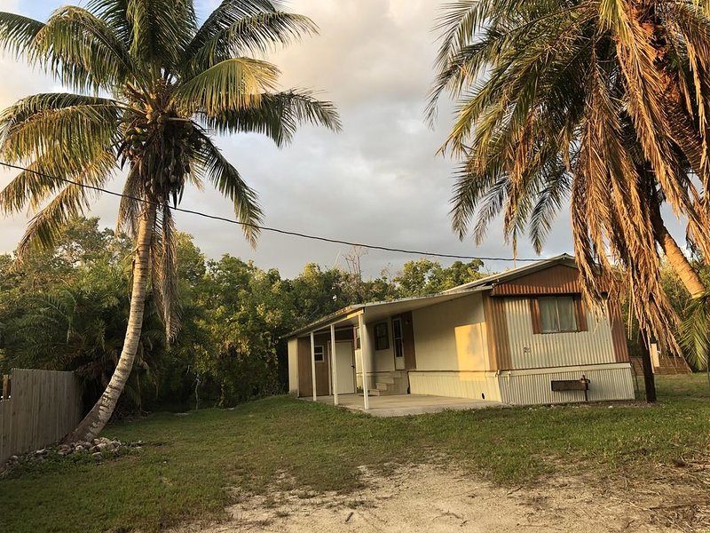 Everglades home with boatramp only minutes by boat to the amazing 10,000 Islands, casa vacanza a Ochopee