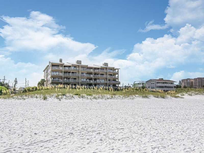 A perfect view from your balcony...just the right amount of sand, sea and sky, vacation rental in Clearwater