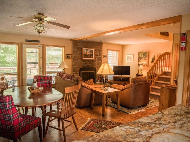 Cozy, Beautifully Furnished Condo 10  Minutes to Ski Resorts, holiday rental in Davis