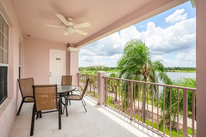 3 Bed 2 Bath Premium Lakeview l 1012, holiday rental in Pine Castle