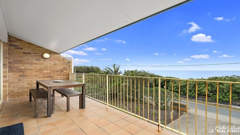 TOP FLOOR BEACHFRONT APARTMENT, vacation rental in Moreton Bay Region