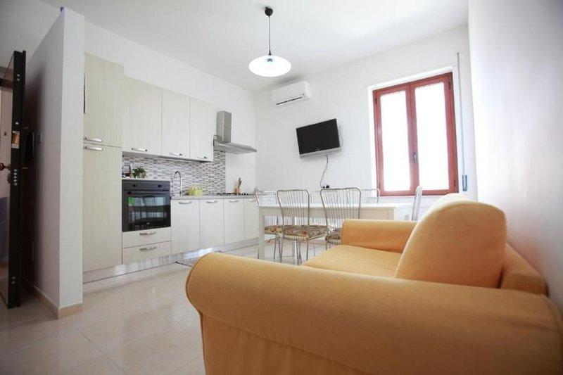 Ferienwohnung Sellia Marina für 1 - 5 Personen mit 2 Schlafzimmern - Penthouse-F, vacation rental in Catanzaro Lido