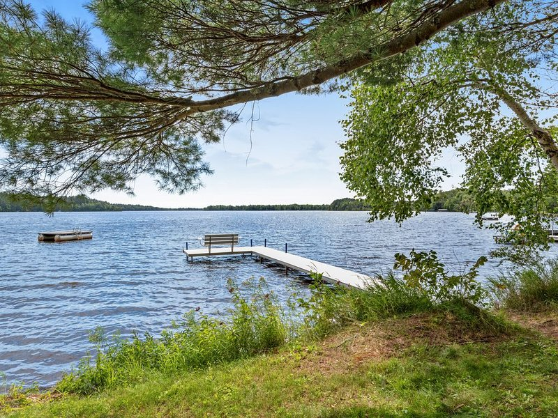 Cozy, waterfront cabin w/ deck, boat dock, canoe & outdoor firepit!, vacation rental in Lac du Flambeau