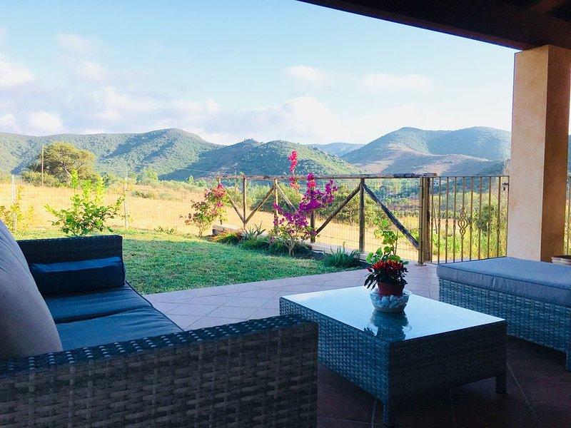Raffinata villa indipendente per amanti della natura., casa vacanza a Domus de Maria