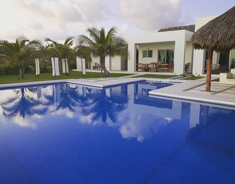 BEAUTIFUL BEACH HOUSE, vacation rental in Puerto Escondido