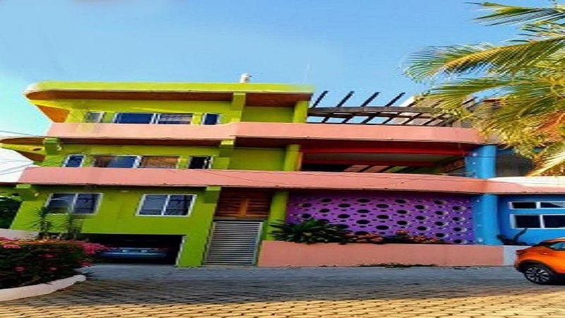 Colorful new home centrally located with breathtaking ocean and mountain views., holiday rental in Brisas de Zicatela